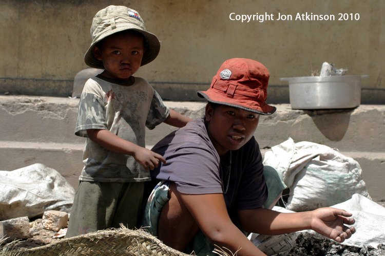 Mother and son, recycling Aluminium in central Madagascar